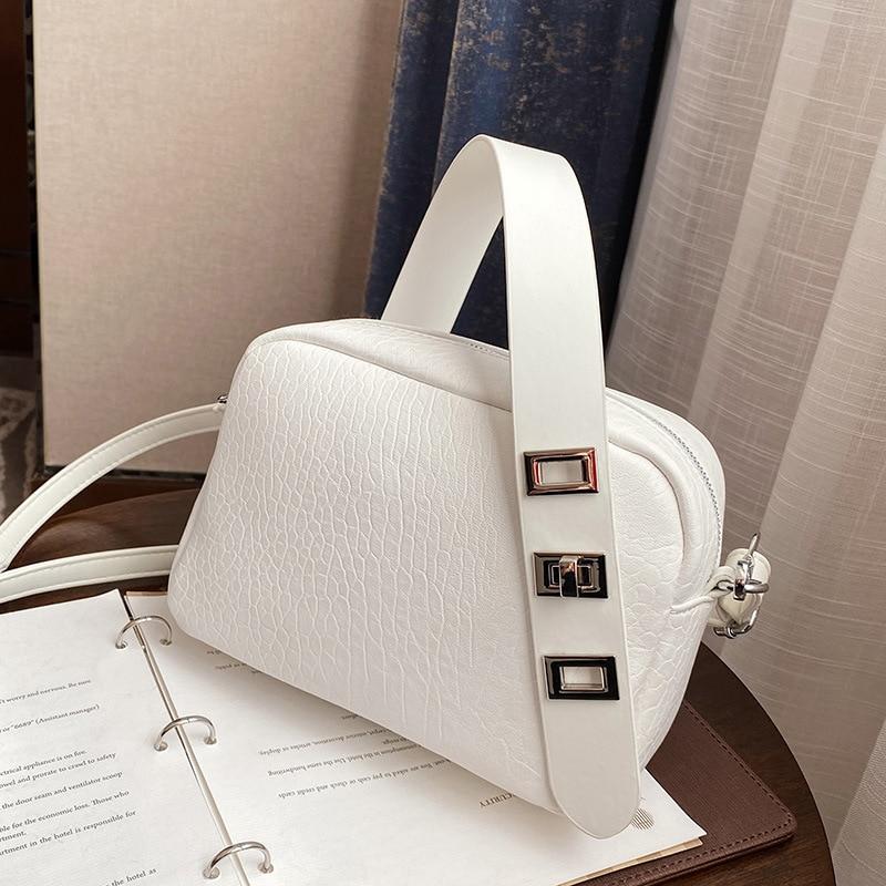 Boston Niche Design Women 2021 New Crossbody Net Red Simple Large Capacity Single Shoulder Pillow Shopping Bag
