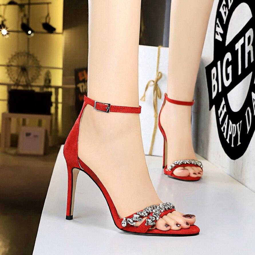 Hot البيع أحذية امرأة الكعوب كريستال الزفاف أحذية السيدات الحرير أنيقة عالية الكعب أحذية Stiletto النساء مضخات الصنادل الإناث