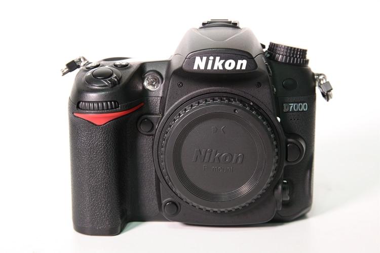 كاميرا نيكون D7000 16.2MP DSLR مستعملة مع شاشة إل سي دي 3.0 بوصة (الهيكل فقط)