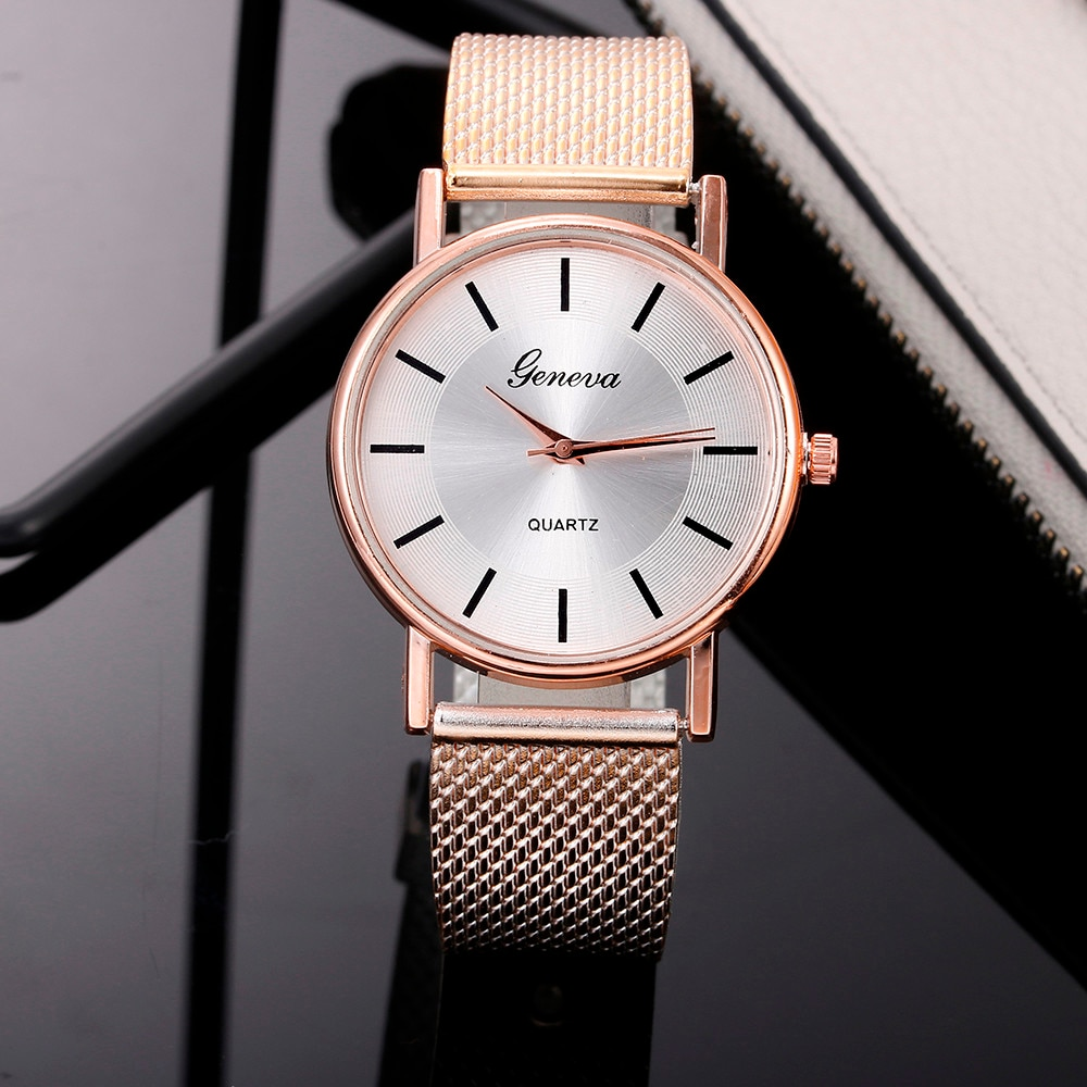 2021 Fashion Women Watch Magnetic Bracelet Watches Rose Gold Digital Dress Watch Quartz Wristwatch L