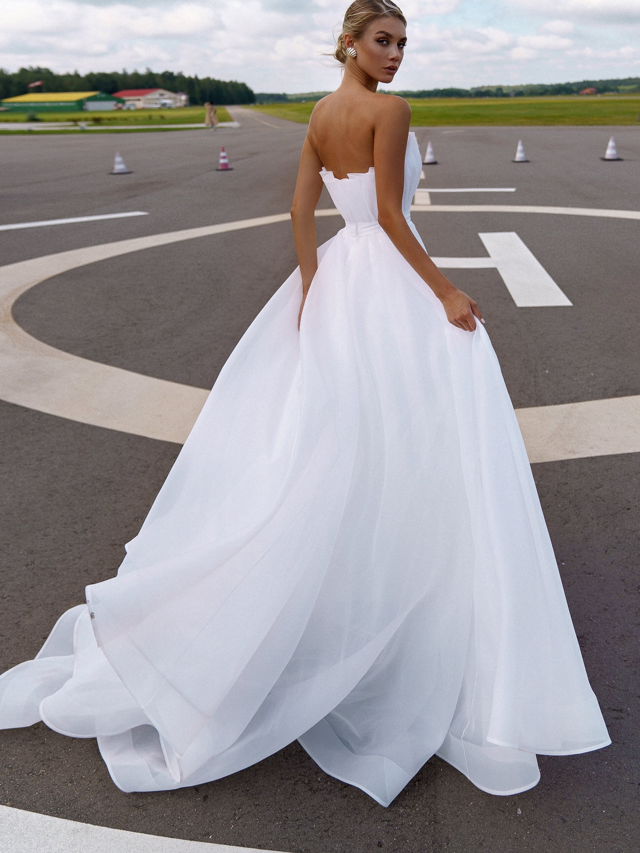 Strapless Simple Pleated Wedding Dress Princess Half Latern Sleeves Plus Size Zipper Low Cut 2021 Beach Outdoor Bridal Gowns