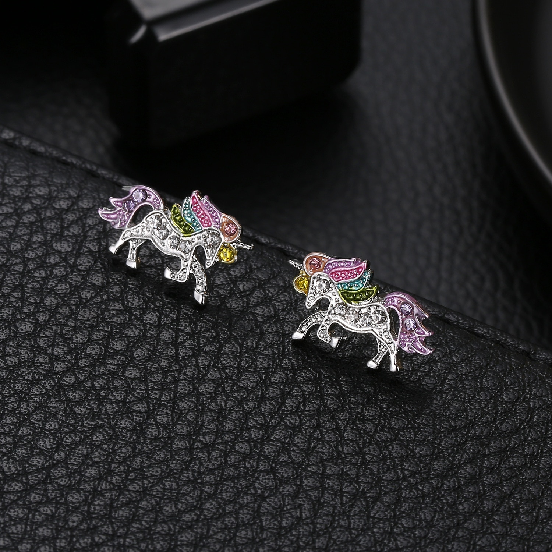 Japón y Corea moda dulce dibujos animados completo zirconio unicornio Color Metal Pony pendientes de tachuela para mujeres oreja joyería niñas regalo