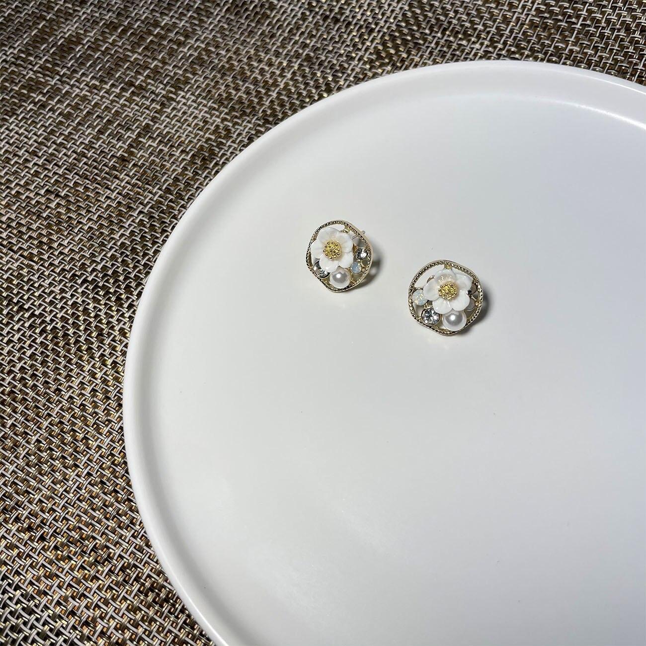 Fresh Minimalist Design Flower Earrings for Women Temperament Sweet Cute Fairy Earrings Korea Fashion Jewelry