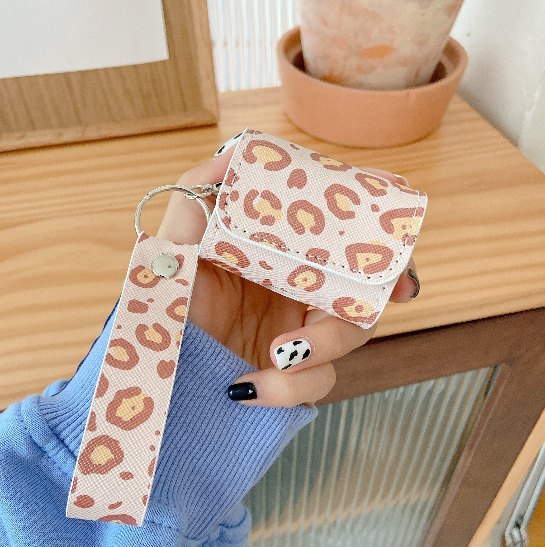 Protective Bag Leopard Leather Sleeve Cover Case Storage Earphone Portable For Apple AirPods 1 2 Pro Charging Box Anti-Lost Case enlarge