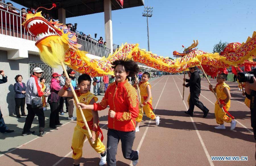 Kid 7.9m Silk Dragon Dance Costume 8 Players Children Student  Halloween  Birthday Party Performance Parade Folk Stage  China