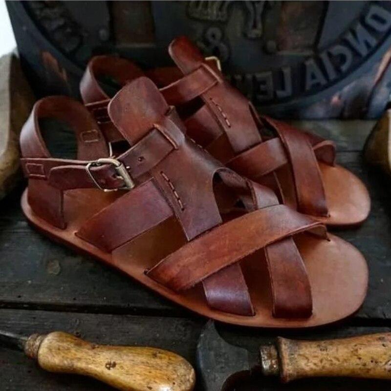 صيف 2021 جديد بو الجلود الرجال الصنادل لينة سوليد أحذية الشاطئ مكافحة زلة موضة رائجة البيع الرجال الصيف الصنادل 8KH174