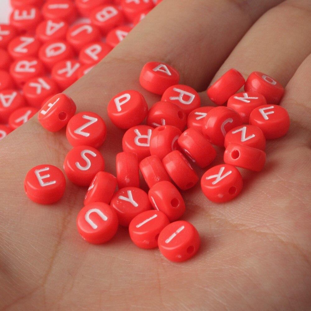 Grânulos de carta de acrílico vermelho alfabeto branco redondo solto espaçador grânulos para fazer jóias artesanal diy pulseira brincos colar