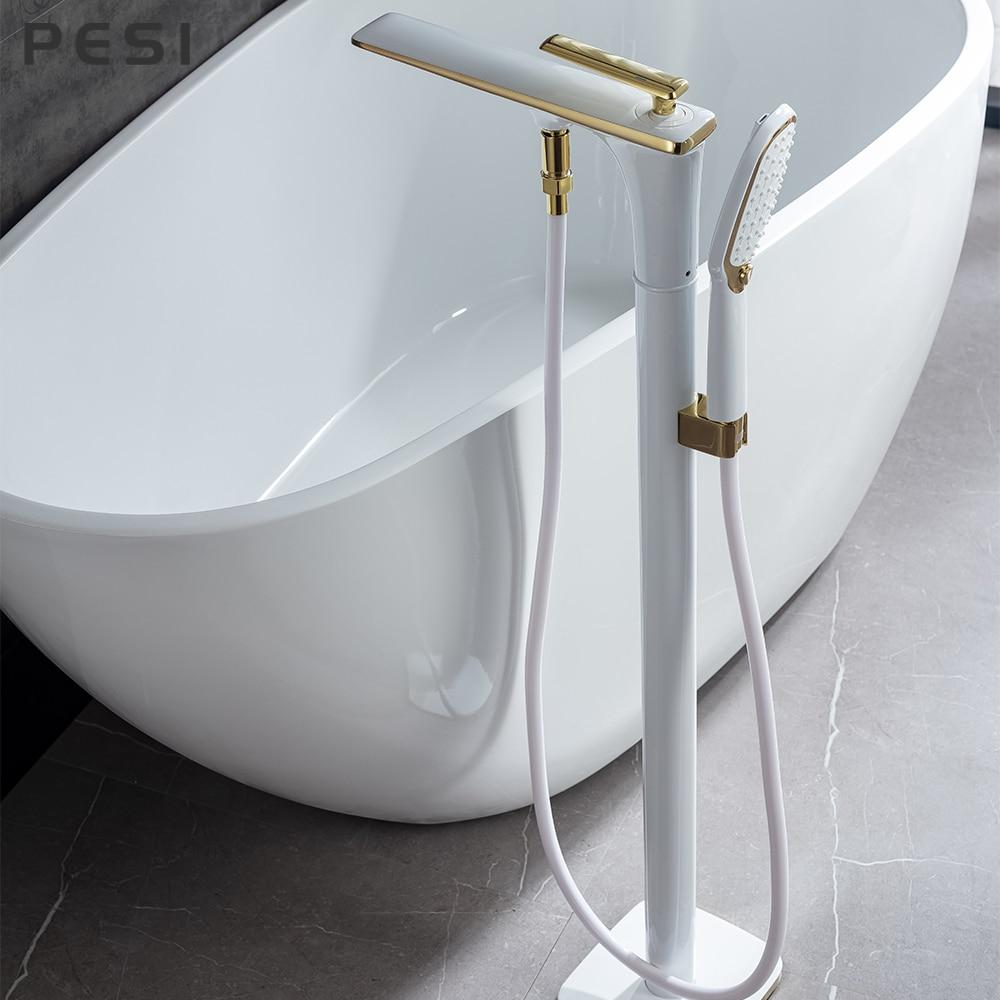 صنبور حوض استحمام مثبت على الأرض ، أبيض وذهبي ، مع دش يدوي ، قدم مخلب مثبتة على الأرض