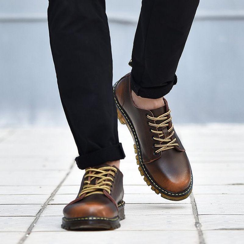2021 خريف جديد الرجال موضة بولي Pu الدانتيل يصل كعب مسطح رئيس مساعدة منخفضة أحذية عمل الرجال الترفيه مريحة موضة رائجة البيع 5KE350