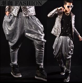 بنطلون رجالي مطرز بالترتر ، بنطلون فضي ، أرجل رجالية ، مغني ، رقص روك ، أزياء الشارع