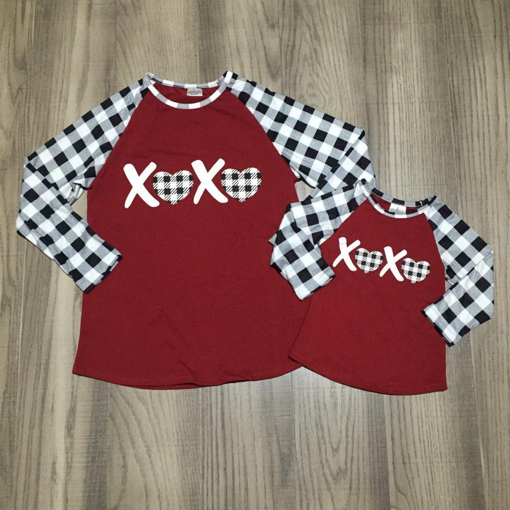 Mamá hija Día de San Valentín ropa niñas XXOO raglans chicas camisa a cuadros mamá y hija ropa de moda