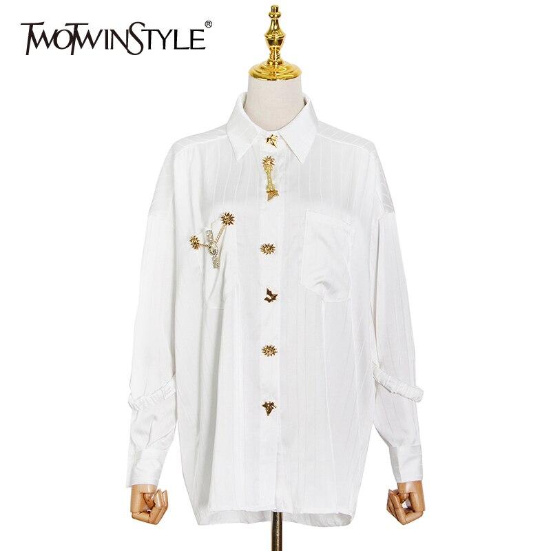 TWOTWINSTYLE الأبيض مخطط قمصان عادية للنساء التلبيب المرقعة الماس مستقيم البلوزات الإناث 2021 الربيع ملابس عصرية