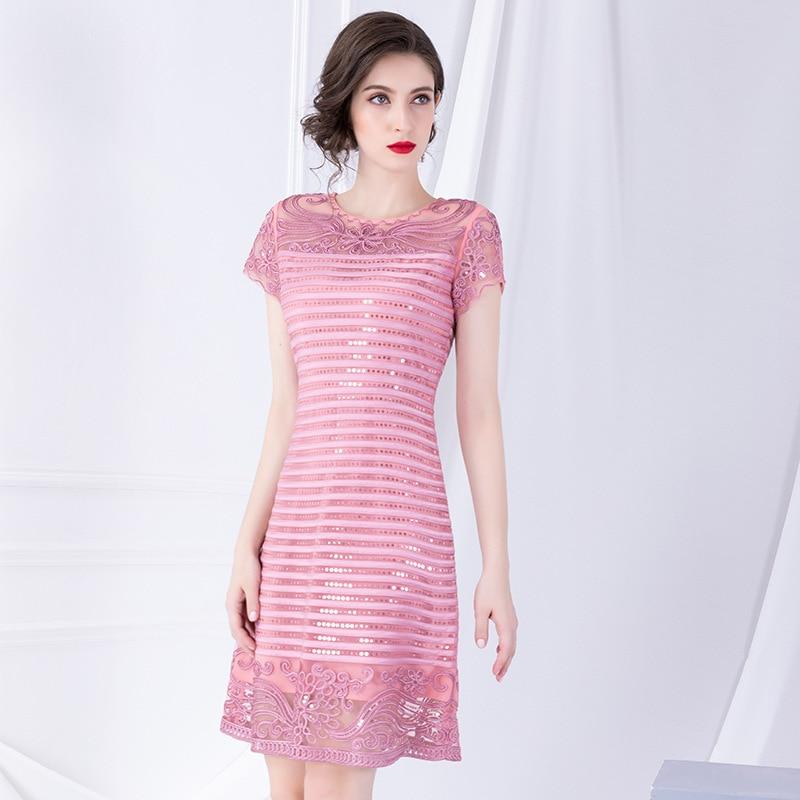 رائعة مطرزة فستان مطرز 2019 أوائل الخريف جديد قصيرة الأكمام خياطة السيدات فساتين