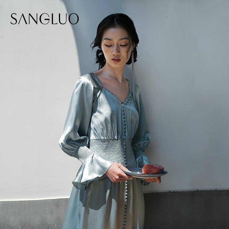 قصر استعادة الطرق القديمة فستان حريري طويل ، سانجلو ، التوت ، الحرير ، ملابس نسائية في الهواء الطلق