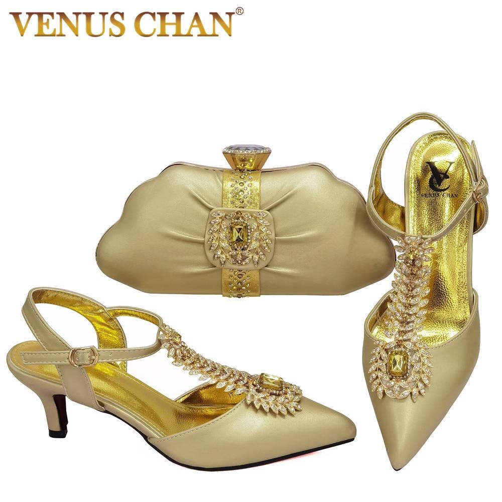تصميم خاص 2021 أحذية الصيف و مجموعة الحقائب باللون الذهبي عالية الجودة سيدة إيطالية حقيبة وحذاء متوافقان لحفلة الحديقة