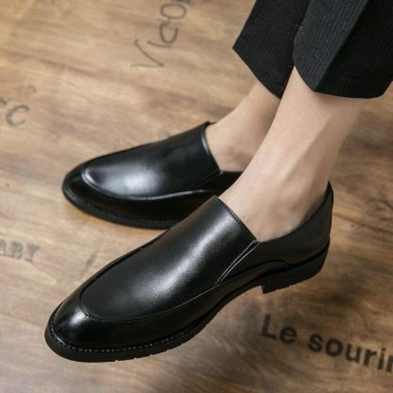 2021 جديد الرجال الموضة بولي Leather الجلود ومريحة وعارضة ، خفيفة مستديرة رئيس شقة القاع تنوعا شعبية أحذية رجالي KA429
