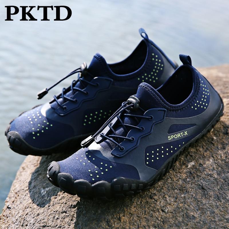 Par de modelos de zapatos de deportes acuáticos para exterior, zapatos cómodos transpirables para playa de fondo plano, zapatos de cinco dedos para surfear, zapatos de secado rápido