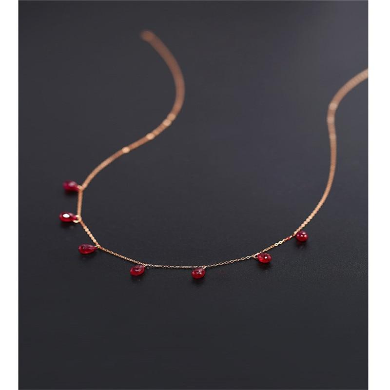 قلادة نسائية من DAIMI مُزينة بحجر الروبي على شكل منحوت متوفرة باللون الذهبي الوردي عيار 18 قيراطًا هدية على شكل كنز