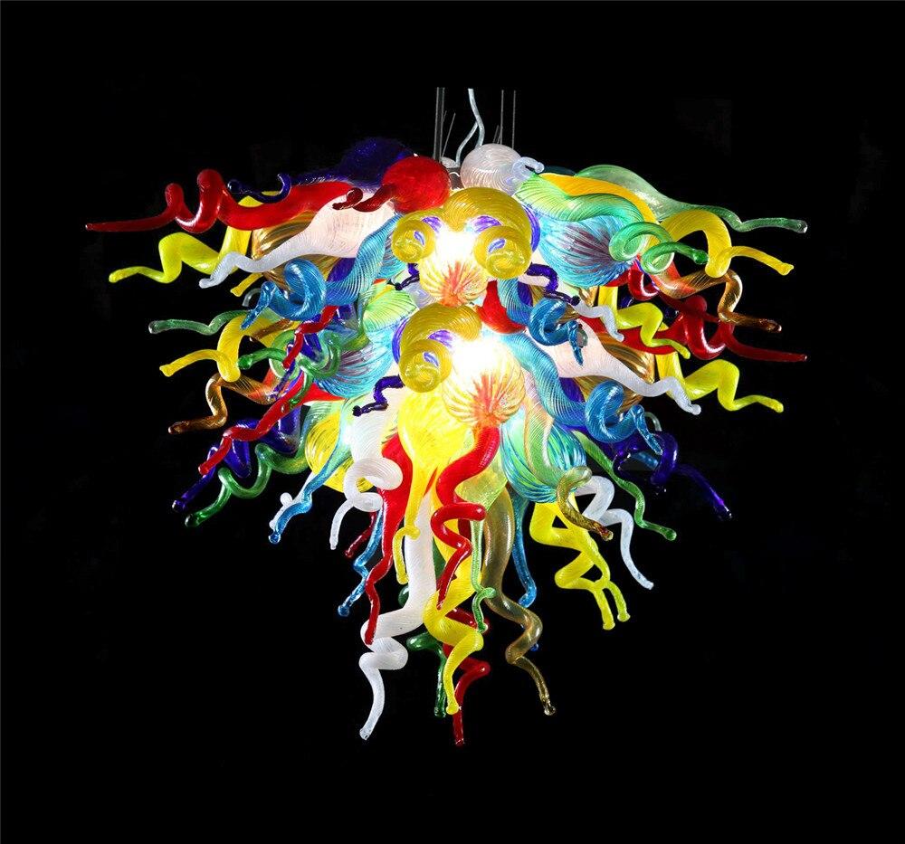ثريا من زجاج مورانو صناعة يدوية 100% بها فن عصري متعدد الألوان