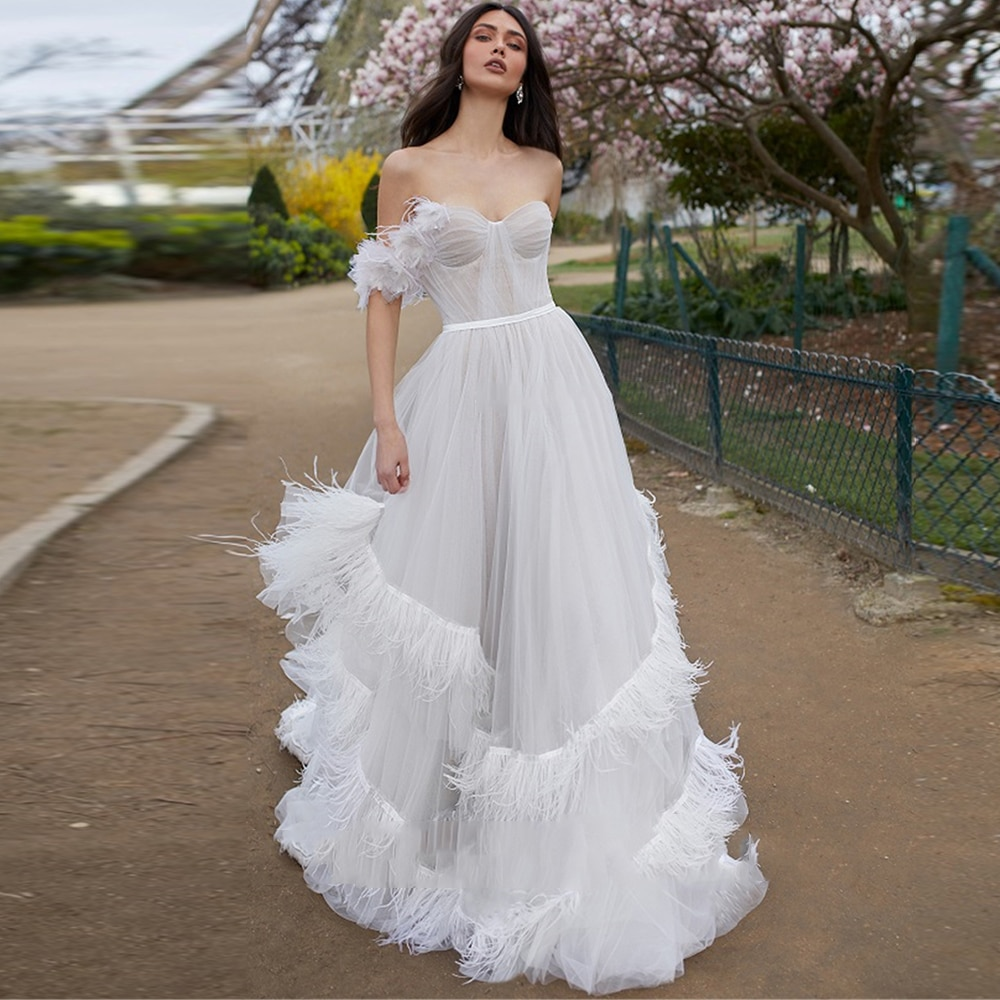 Promo Charming White Feather Wedding Dress Sweetheart Off Shoulder Tiered Ruffles Court train Bridal Gowns 2021 Vestido De Noiva