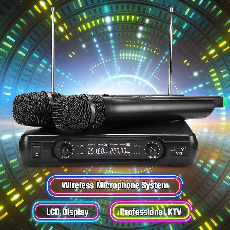 2 قطعة 2 قناة ميكروفون لاسلكي محمول باليد المحمولة نظام ميكروفون لاسلكي مع شاشة الكريستال السائل عالية الدقة الاستقرار استقبال كبير