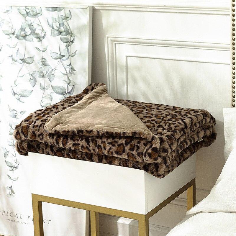 النمط الأوروبي رمي بطانية البوليستر مزدوجة الوجهين أفخم المفرش على السرير ليوبارد الطباعة رشاقته الدافئة أريكة البطانيات