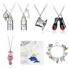 Collier avec pendentifs à la mode pour femmes, accessoires, breloques, chaussures de chat mignon, modèles