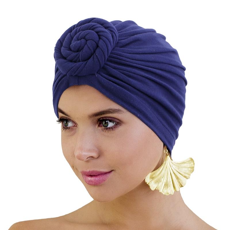Turbante anudado con forro sedoso para mujer, pañuelo para la cabeza de donut de Color sólido con gorro elástico para quimio, accesorios para el cabello, sombrero de la India, novedad