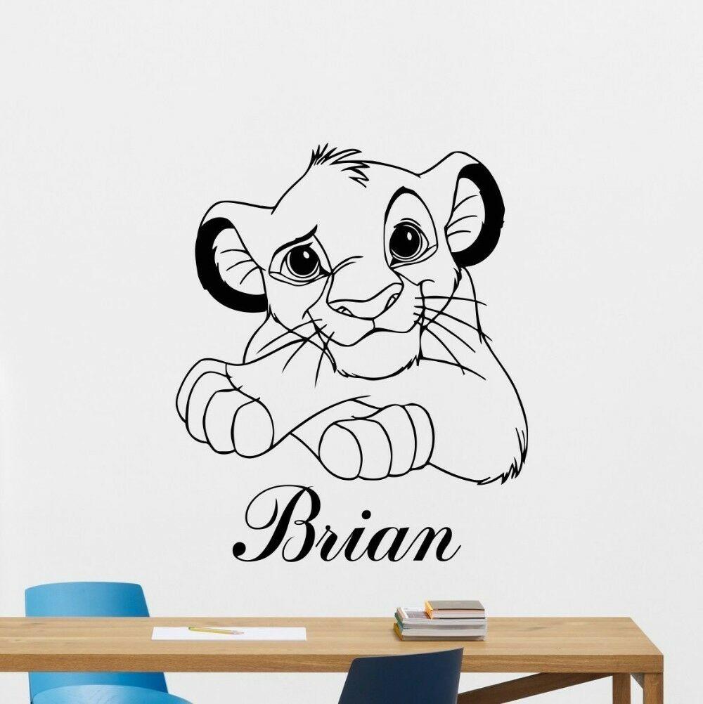 Simba León rey pared pegatina personalizado nombre dibujos animados vinilo guardería niños habitación pegatina decoración del hogar Accesorios para sala de estar C575