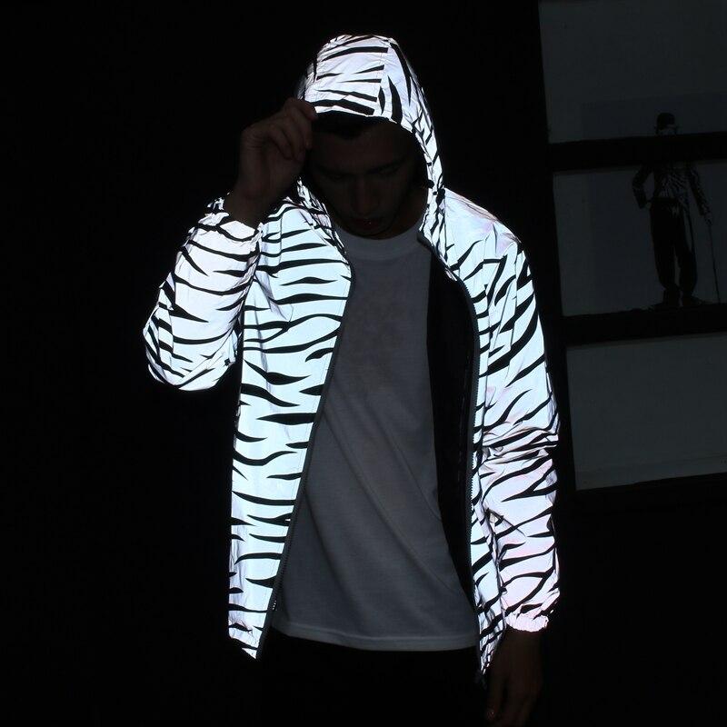Streetwear chaqueta reflectante de los hombres tendencia casual de moda patrón de cebra resplandor nocturno con capucha slim coat marca masculina