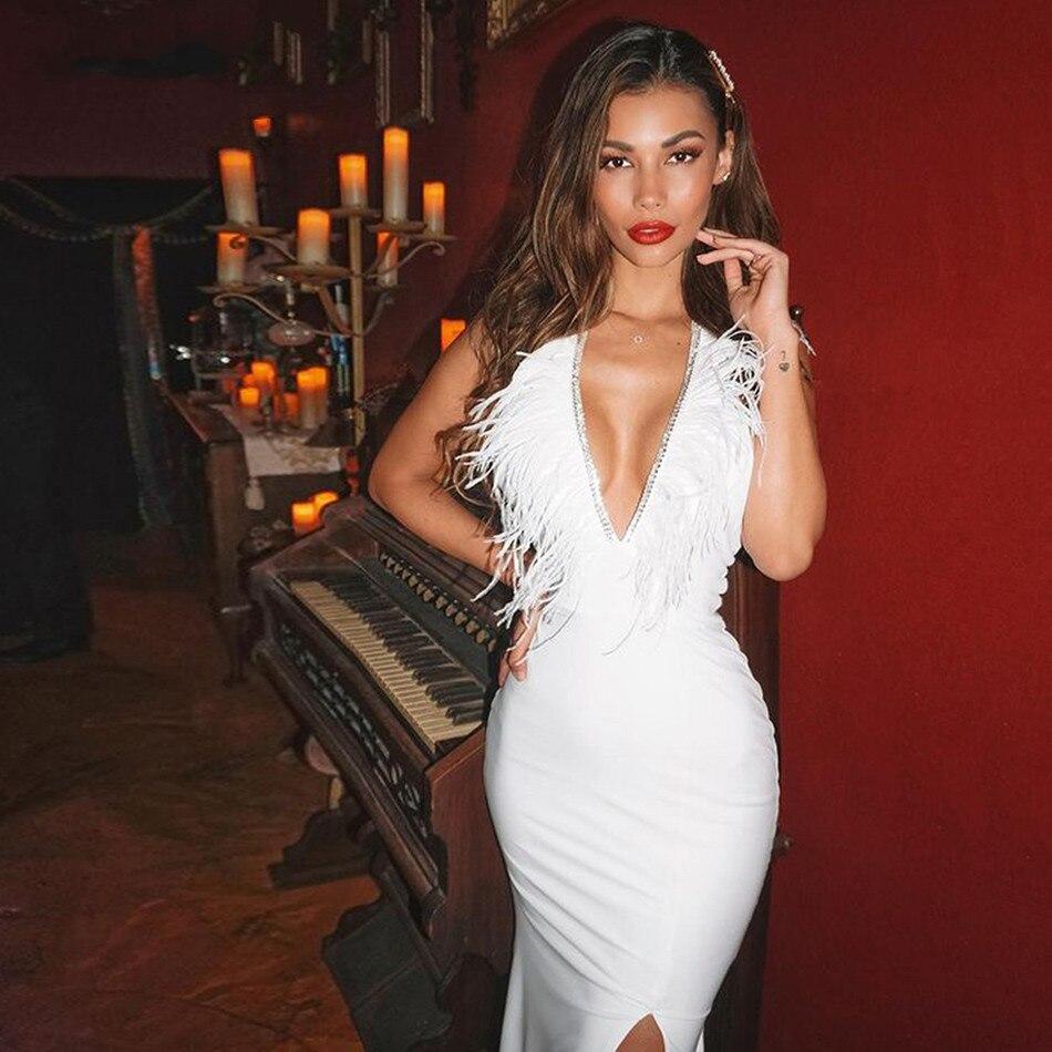 عميق الخامس الرقبة بلا أكمام عالية الجودة الأبيض أنيقة فاخرة ريشة سليم سبليت Bodycon ضمادة فستان موضة مساء فستان الحفلات