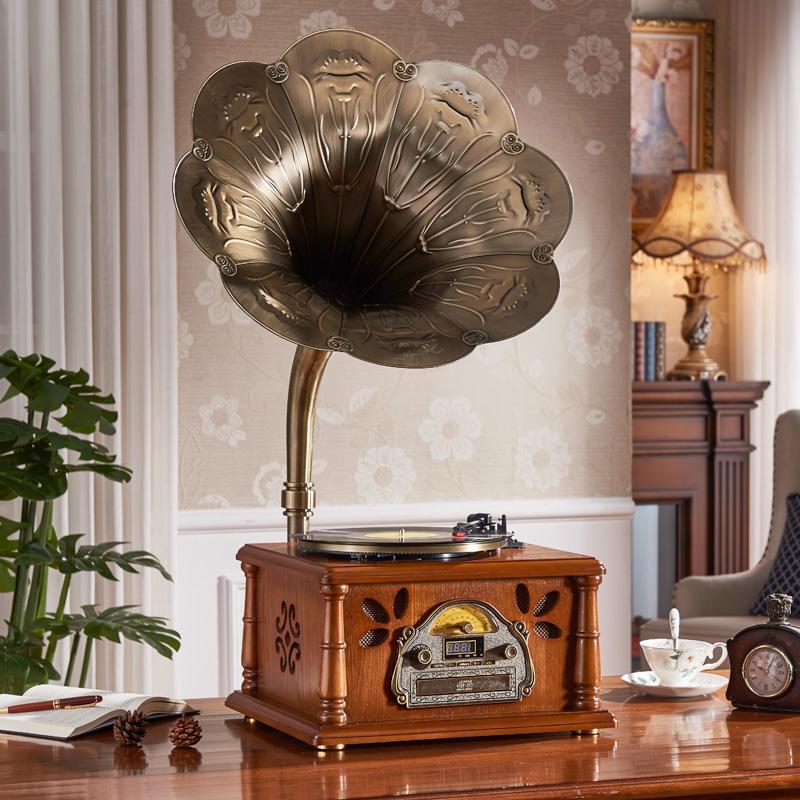 Retro vintage speaker audio European American living room home antique Blue tooth record player