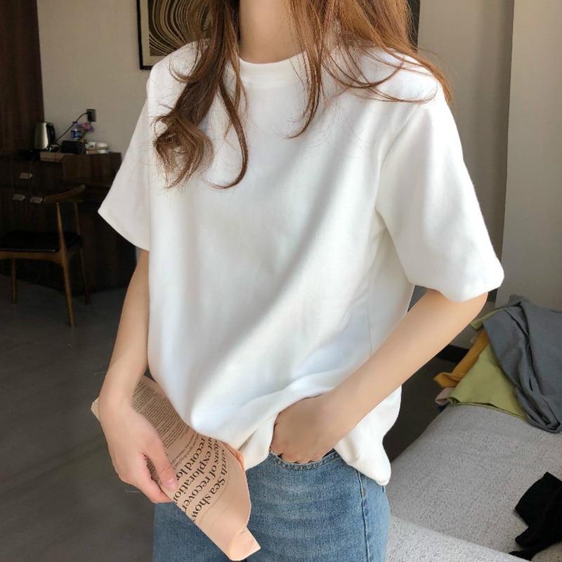 أوائل الربيع الأبيض قصيرة الأكمام تي شيرت 2021 جديد المرأة الصيف البنطال القصير Ins العصرية الصيف الملابس الصغيرة الصيف المرأة