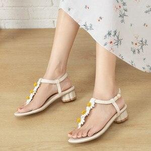 Женские босоножки Ochanmeb, богемные сандалии с цветочным принтом, большие размеры 44 45, женские шлепанцы на низком квадратном каблуке, бежевые, синие, летняя крутая обувь