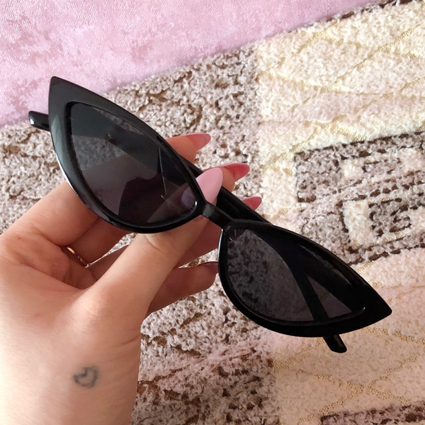 1PC Retro Fashion Eye Sunglasses Vintage Cat Sunglasses Women Girl Triangular Sun Eyewear Black Fram