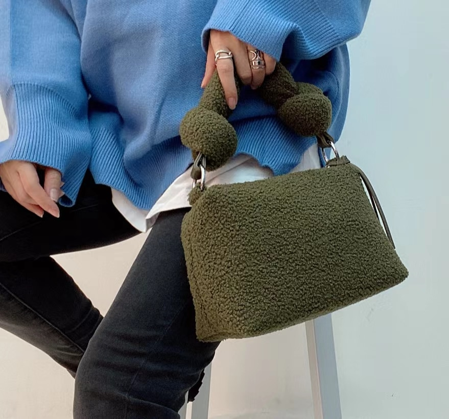 2020 New Winter Fluffy Faux Fur Tote Handbags 3 Strap Square Tassel Crossbody Bags for Women Casual Fashion Purses