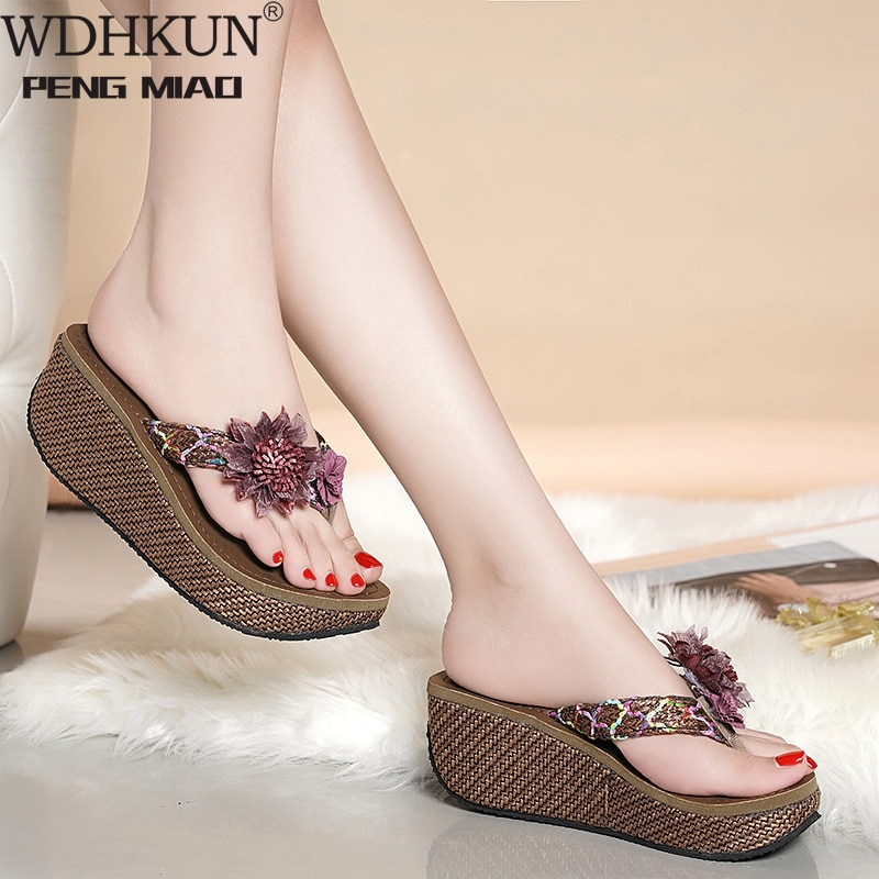 Wdhkun Venda Quente Chinelos Mulheres Senhoras Moda Cunhas Flor Loafer Causal Sapato Praia Chinelo Sandálias Flip Flops 2021