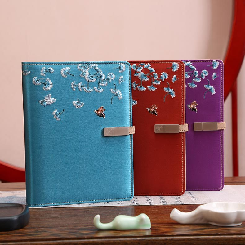 Chinese Style Embroidered Notebook A5 Wireless Charging Notepad 8000 Ma Power Supply 16g U Disk