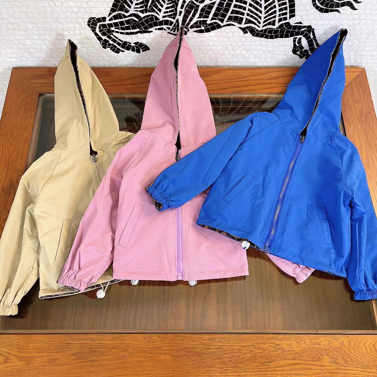 العلامة التجارية تصميم ملابس الأطفال الأطفال الخريف والشتاء الفتيان والفتيات الطباعة الكاملة بلون سترة واقية على الوجهين