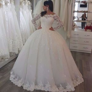 2020 Cheap Wedding Dress With Long Sleeve Lace Wedding Gown Embroidery Princess Plus Szie Bridal Dress