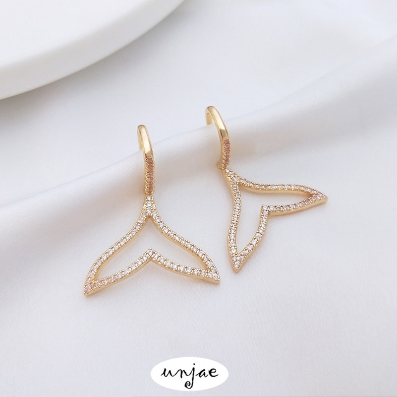 Custom zircon inlaid whale tail beauty fish tail Earrings 14K bag gold color Earrings Fashion temperament Earrings
