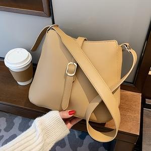 Niche Design High-end Handbags New Fashion Shoulder Bucket Bag Explosive Crossbody Bag Underarm Bag Dual-use Bag Width: 25cm