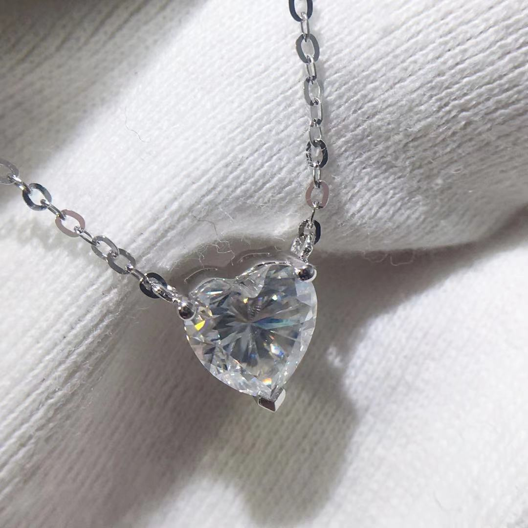 VVS-عقد نسائي من الذهب عيار 18 قيراط 750 ، قلادة بسيطة على شكل قلب ، مويسانيتي 1 قيراط
