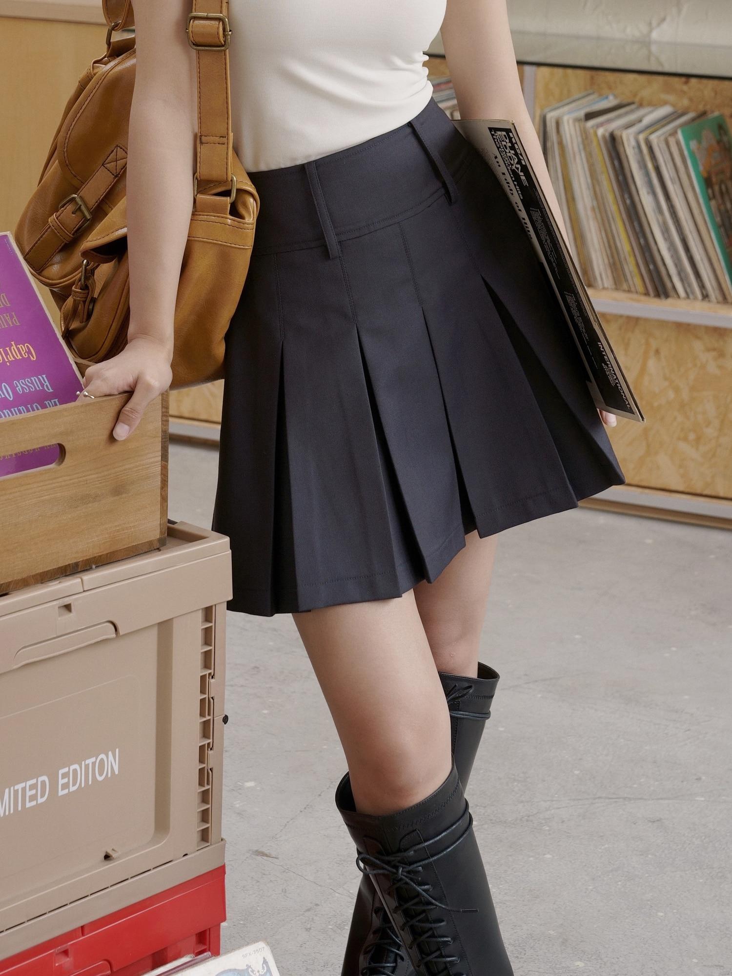 College Student Uniform Skirt High Waist Pleated Skirt 2021 Summer Black Covered Crotch Thin Skirt W