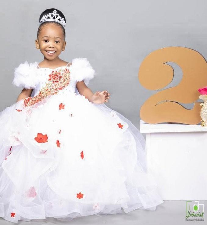 Lace Crystals Flower Girl Dresses Spaghetti Ball Gown Tulle Little Girl Wedding Dresses Cheap Communion Pageant Dresses Gowns