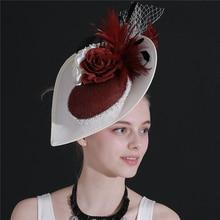 Chapeau blanc de fascinator de cheveux de mariage de dames de couleur avec la plume de fantaisie sur le bandeau pour des chapeaux de course de partie de femmes 2020 nouveauté