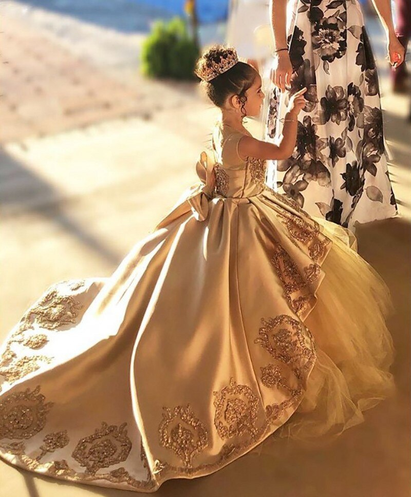 Gold First Communion Dresses Kids Evening Ball Gown Gold Applique Bow Long Girls Pageant Dress Lace Tulle Flower Girl Dresses gold lace applique first communion dresses short sleeves top lace flower girl dress lace applique skirt girl pageant dresses