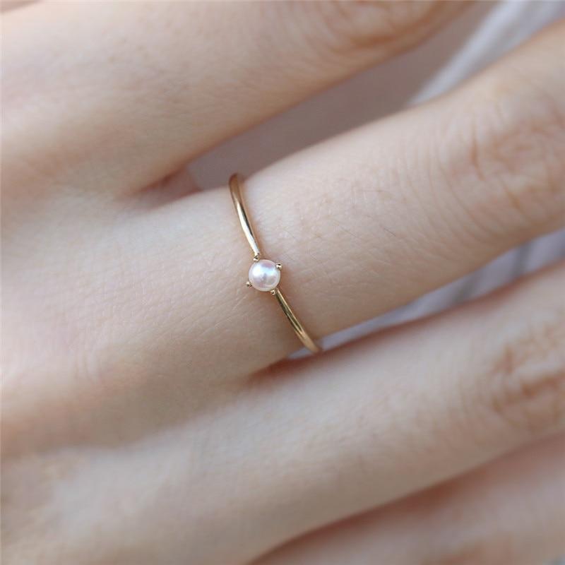 2020 novo anel para as mulheres delicado mini pérola fina anel minimalista estilo básico luz amarelo cor do ouro moda jóias