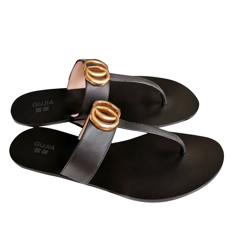 2020 الصيف الايطالية gujiaGG هلام الأحذية الصنادل مع المسامير الوردي مشرق براءات عالية الجودة جلدية مريحة عدم الانزلاق تصميم