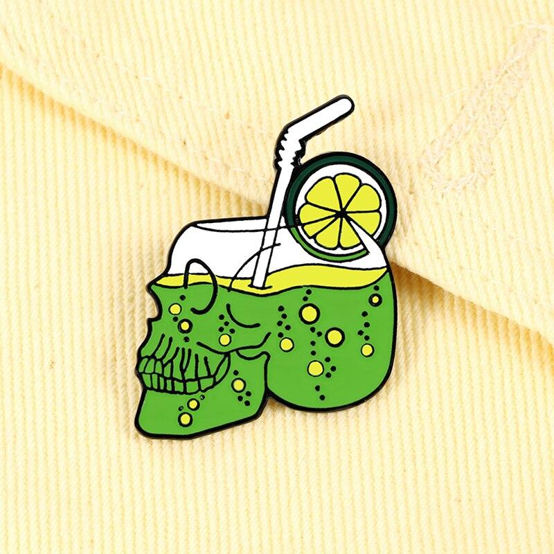 Креативные броши в форме черепа с изображением лимона и зеленого сока, эмалированные булавки для воды, праздничный пляж, Панк ювелирные изд...